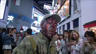 Rémséges jelmezekben a Halloweent imádó japánok