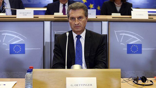 Comissário Oettinger não pede desculpa por comentários polémicos