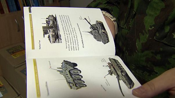 Lituania: in distribuzione manuale per la Resistenza contro invasione russa