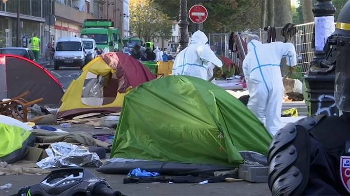 Tensions à Paris autour de l'accueil des migrants