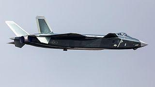 """الصين تكشف عن المقاتلة الحربية الشبح """"جي-20"""""""