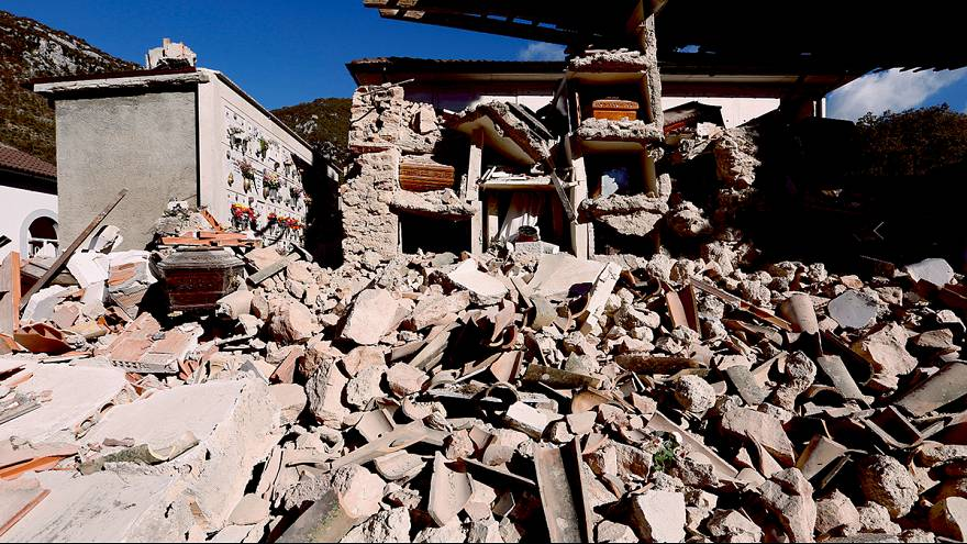 Итальянские фермеры ищут скот, разбежавшийся после землетрясения