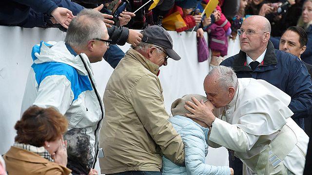Sok ezren hallgatták a pápát Malmöben