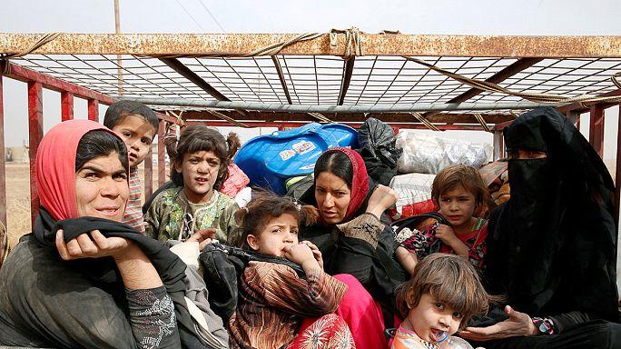 Centenares de civiles siguen huyendo de las zonas cercanas a Mosul