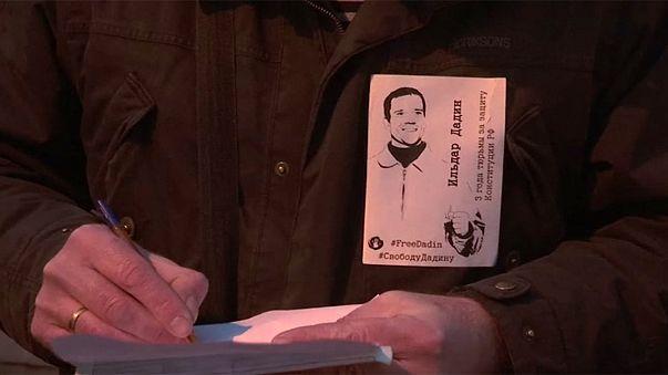 Rússia: Oposição exige investigação a tortura de ativista na prisão