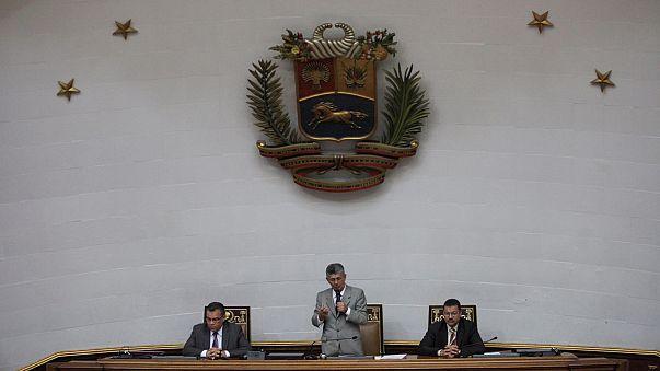 Parlamento venezuelano suspende ação contra Nicolás Maduro