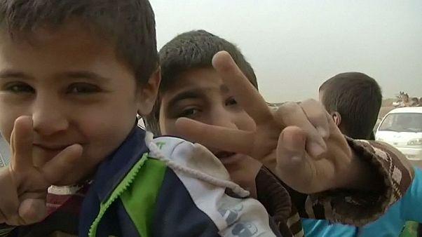 Iraqi civilians flee Mosul