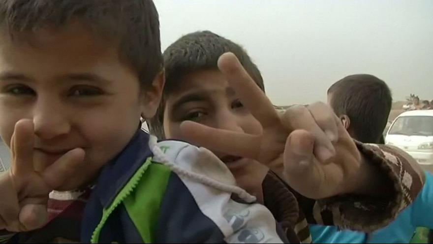 Iraqi civilians flee Mosul
