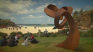 """أستراليا: أضخم المنحوتات في معرض """"النحت على الشاطىء """""""
