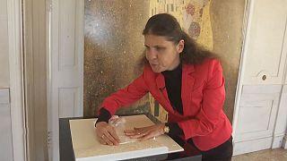 """Gustav Klimt's """"Kuss"""" zum Anfassen"""