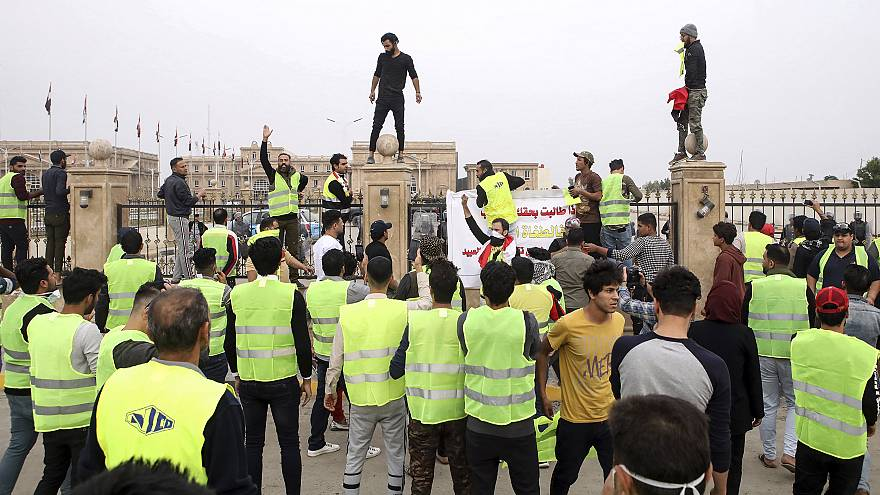 Image: Protesters chant slogans in front of the provincial council building