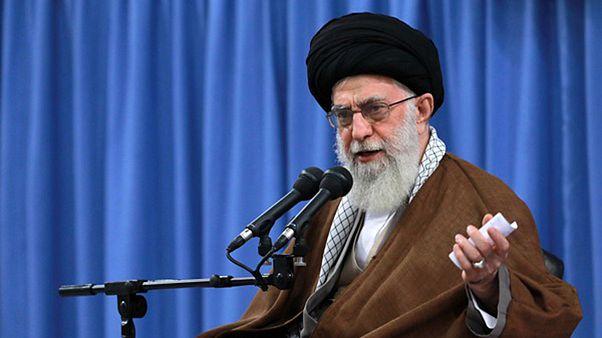 انتقاد تند رهبر ایران از طرفداران مذاکره با آمریکا