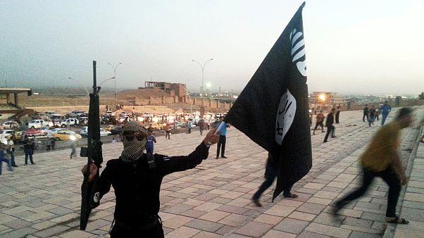 زعيم داعش يدعو مقاتليه إلى عدم الانسحاب من الموصل