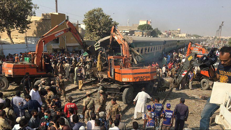 Mindestens 17 Tote bei Zugkollision in Pakistan