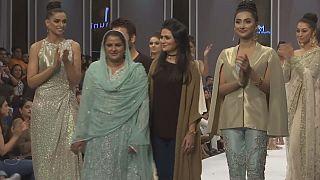 Mensaje de solidaridad en la Semana de la moda de Pakistán