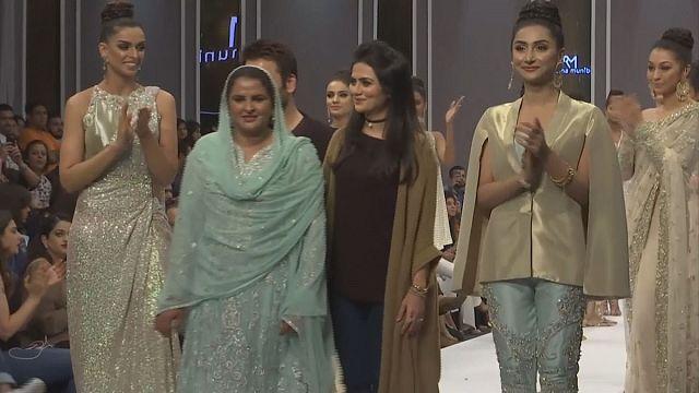 الباكستان: اسبوع الموضة، رسالة تضامن مع النساء