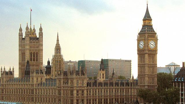 ماي تحتاج إلى الضوء الأخضر من البرلمان لتفعيل المادة 50
