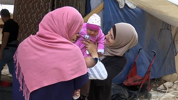 Vatansız doğan Suriyeli bebekler