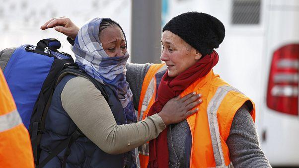انتقال آخرین گروه مهاجران در فرانسه از حوالی اردوگاه جنگل