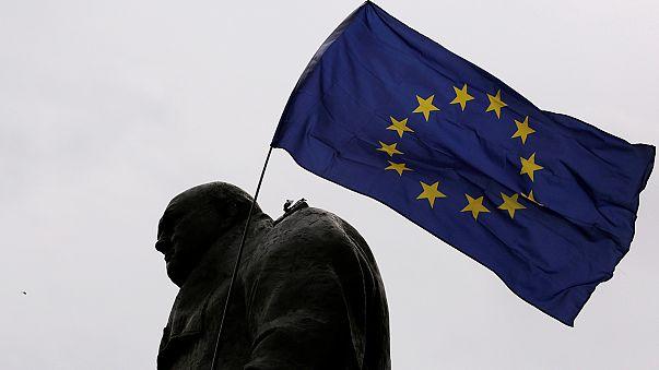 Выход Британии из ЕС осложняется. Эттингер извинился
