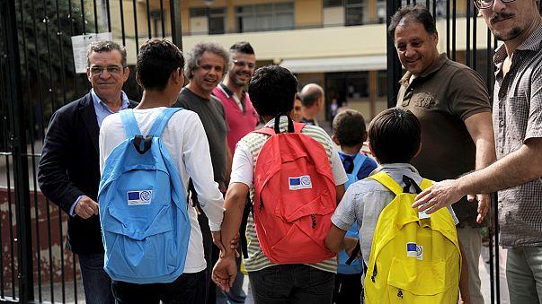 Grécia critica Grupo de Visegrad na relocalização de refugiados menores