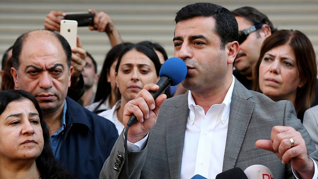 La policía turca detiene a los presidentes del partido kurdo de izquierda