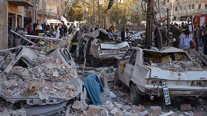 Bombenanschlag auf Polizeipräsidium in Diyarbakır