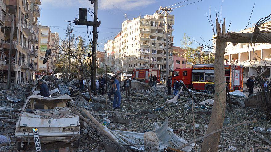 Nach Verhaftung von HDP-Politikern: Sprengstoffanschlag auf Polizeipräsidium in Diyarbakır