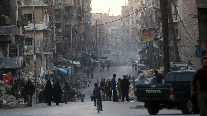 No sign of civilians or rebels leaving Aleppo despite Russian airstrikes pause