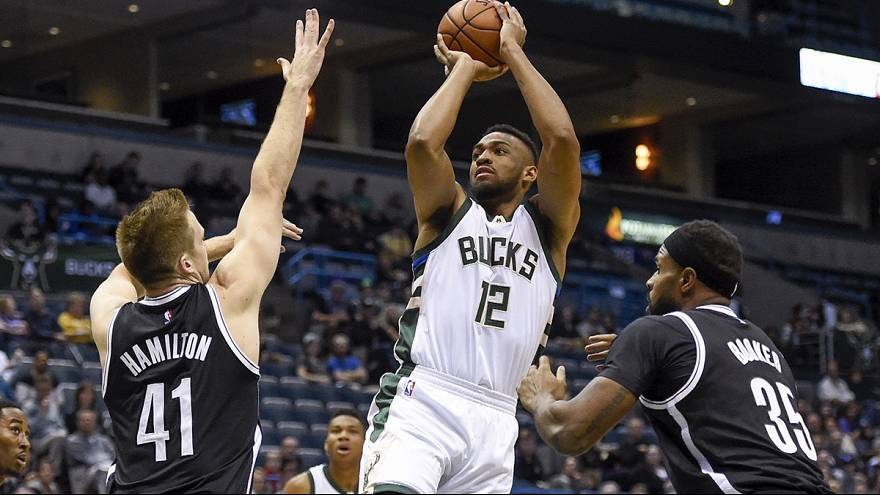 Bucks find form to down Pacers