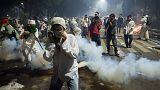 La Policía indonesia dispersa a 50.000 personas en Yakarta durante una protesta contra el gobernador de la ciudad