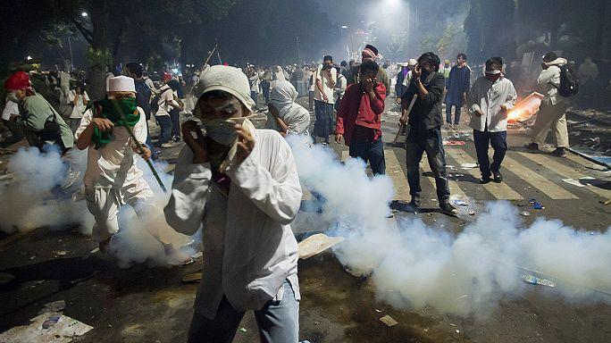 احتجاجات في جاكارتا تتحول إلى أعمال شغب خَلَّفتْ قتيلا و12 جريحا