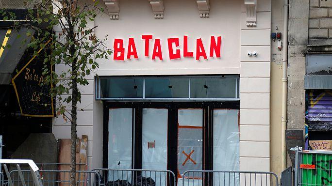 ستينغ يغني في حفل إعادة فتح قاعة باتاكلان في باريس بعد عام من هجمات باريس