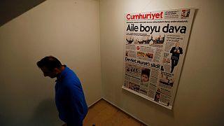 Cumhuriyet'te 9 yönetici ve gazeteci tutuklandı