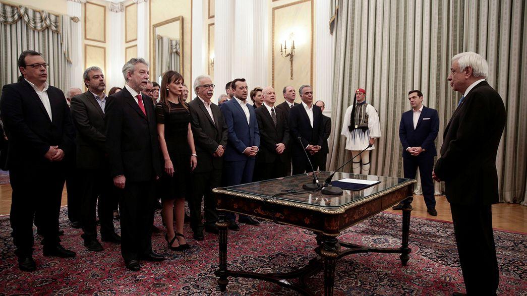 Tsipras rimpasta il governo, via i ministri 'infedeli'.