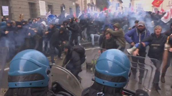 Violentos enfrentamientos durante una marcha contra las reformas del gobierno de Renzi en Florencia