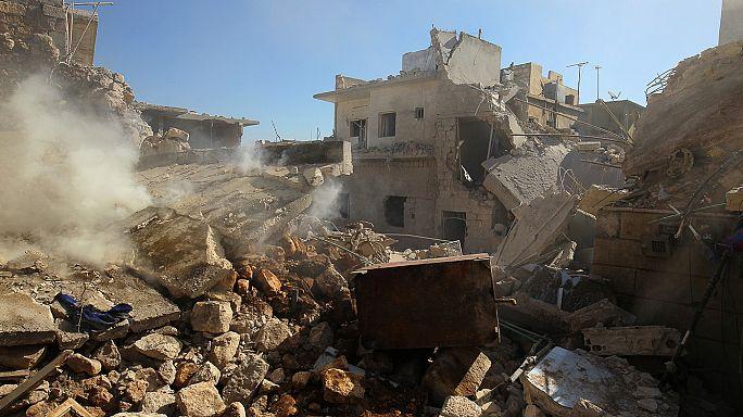 """حلب: مقتل ثلاثة مدنيين إثر سقوط صاروخ مظلي على """"دارة عزة"""""""
