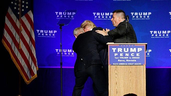 Biztonságiak vezették le az emelvényről Trumpot