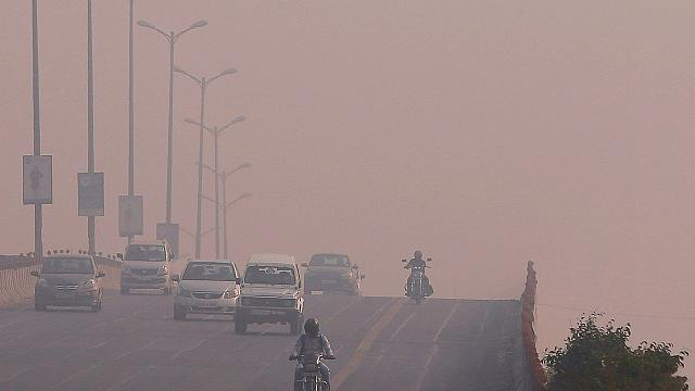 Protesters highlight New Delhi's soaring air pollution ahead of COP22