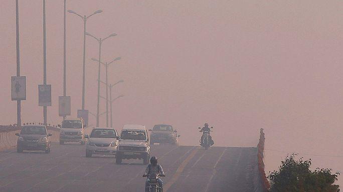 Yeni Delhi'deki hava kirliliği okulları tatil ettirdi