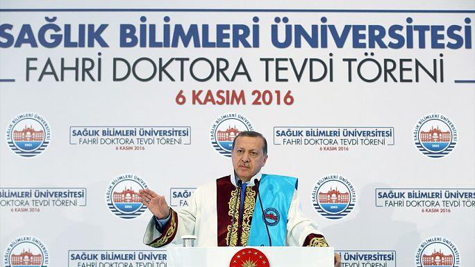 """Presidente turco: """"Estou-me nas tintas que me chamem ditador"""""""