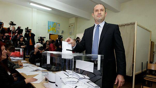 فوز رومن راديف في الدورة الأولى من انتخابات بلغاريا الرئاسية