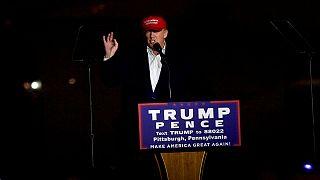 """Trump insiste nas acusações contra Clinton e """"um sistema fraudulento"""""""