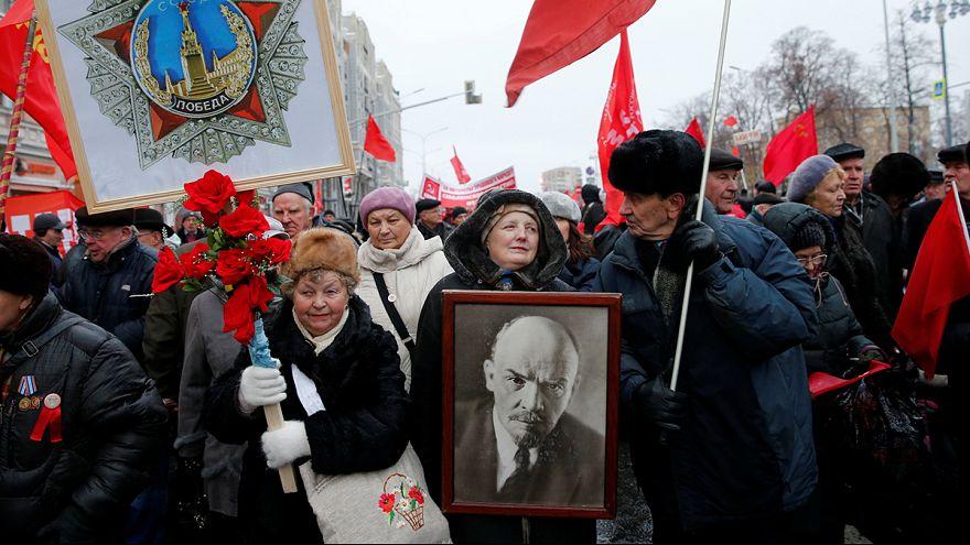 """Parada histórica evoca """"Glória Militar da Rússia"""""""