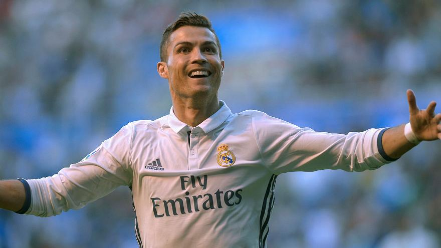 Ronaldo pens new contract at Real Madrid