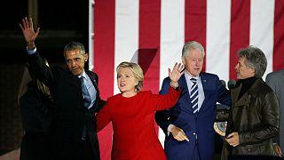 Obama son büyük mitinginde Clinton'ı yalnız bırakmadı