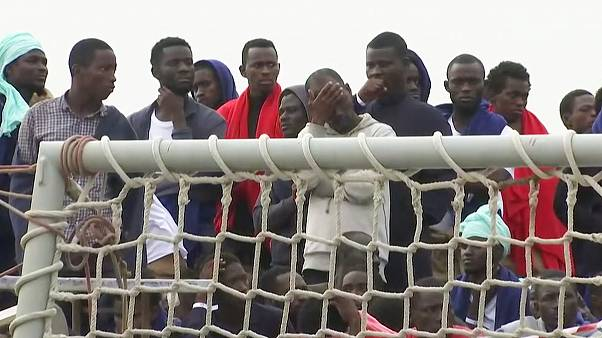 Sizilien: Aus Seenot gerettete Migranten und Flüchtlinge