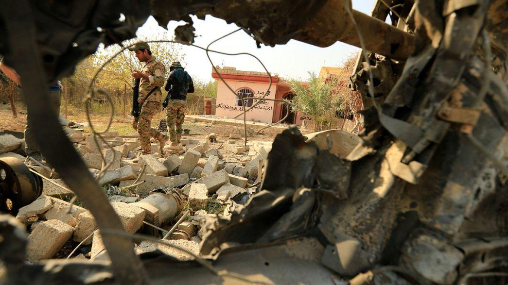 """Ирак: отступающие боевики ИГ применяют тактику """"выжженной земли"""""""