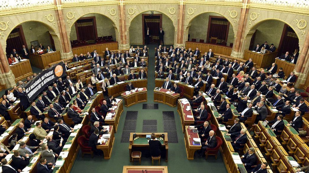 Парламент Венгрии решил не отказываться от приёма мигрантов
