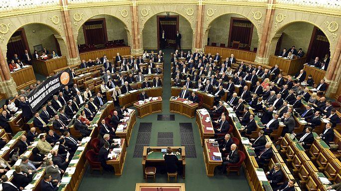 البرلمان المجري يرفض حظر اعادة توطين اللاجئين